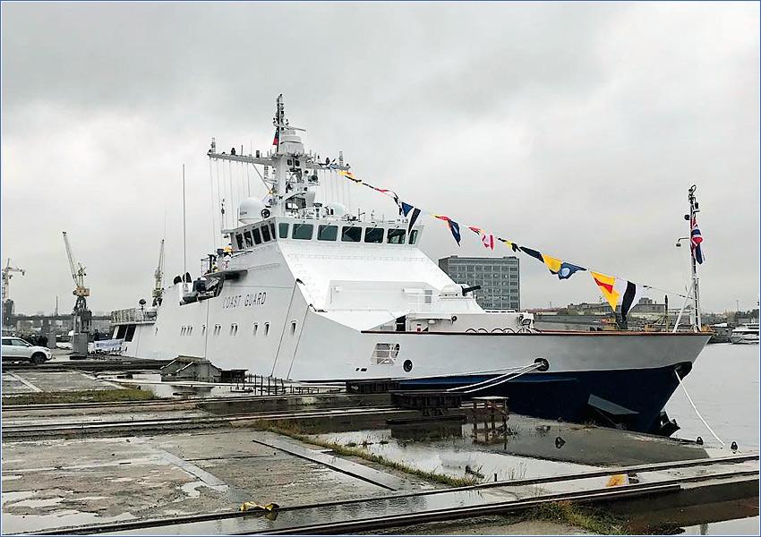 Поднят флаг над кораблем проекта 22460