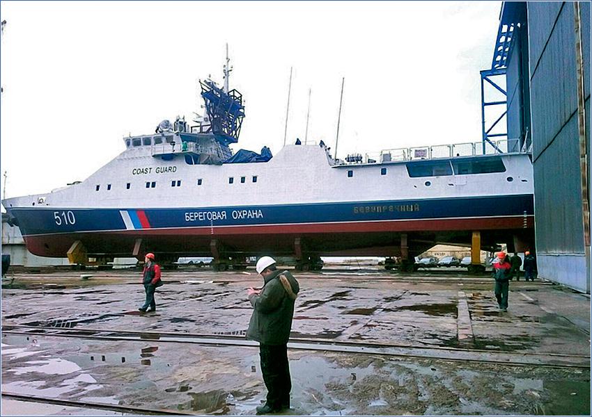 Корабль проекта 22460 в открытом доке